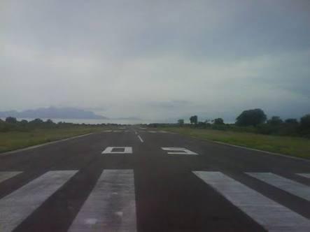 landasan bandar udara Hasan Aroboesman Ende