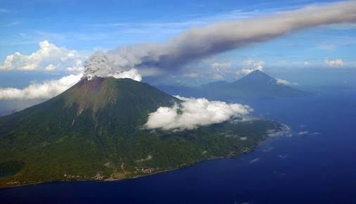 Ilustrasi Gunung Merapi Gamalama