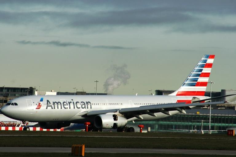 MABUK DALAM PENERBANGAN, PENUMPANG AMERICAN AIRLINES BUAT ONAR