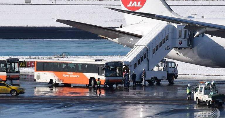 JAPAN AIRLINES TERGELINCIR DI BANDARA NARITA
